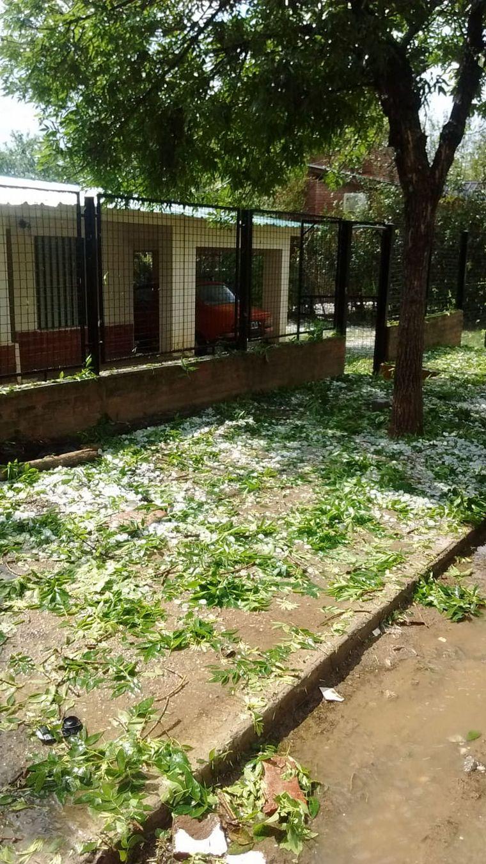FOTO: En Carlos Paz cayó granizo en seco de unos 15 minutos seguidos.