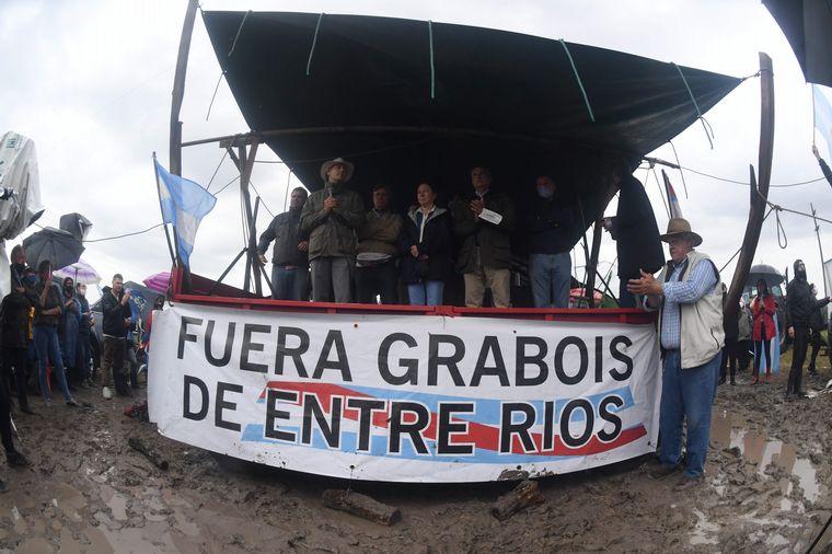 FOTO: La manifestación se produjo frente al ingreso del campo Casa Nueva.
