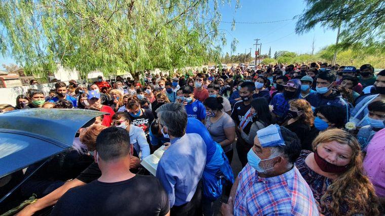 FOTO: Gran dolor en Paso Viejo por el asesinato de un adolescente en manos de la Policía.