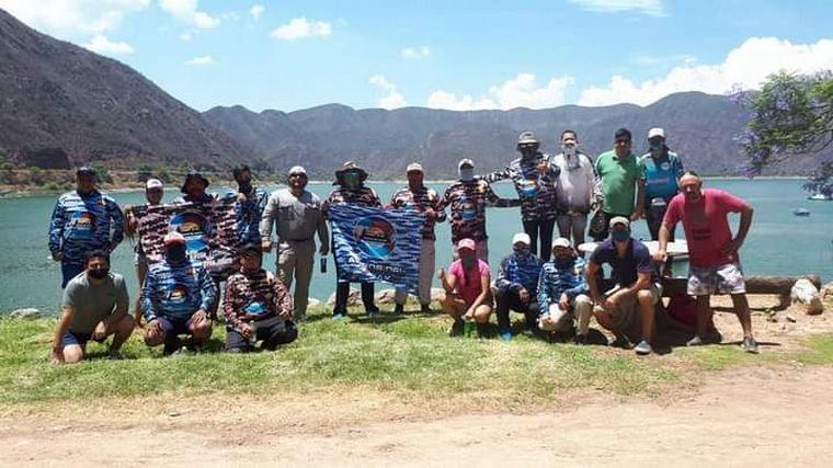 AUDIO: Un grupo de amigos se propuso limpiar el dique Cabra Corral en Salta