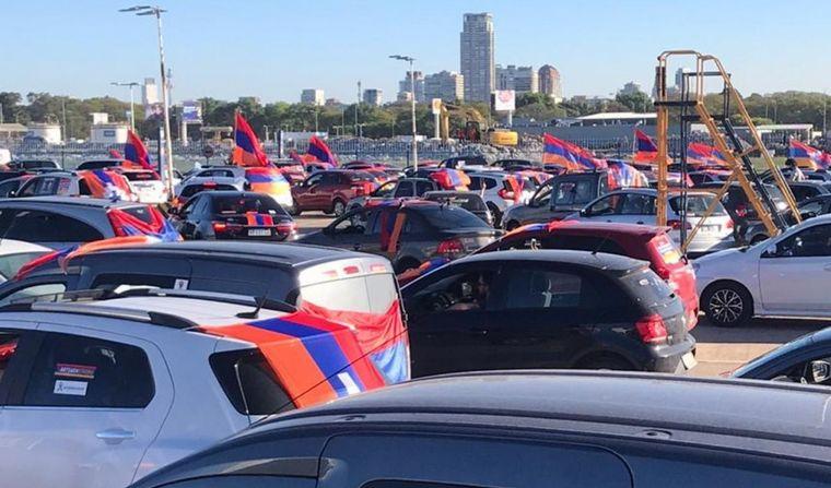FOTO: Caravana para pedir el cese de fuego en Armenia y Azerbaiyán (Foto:@norsevanok)