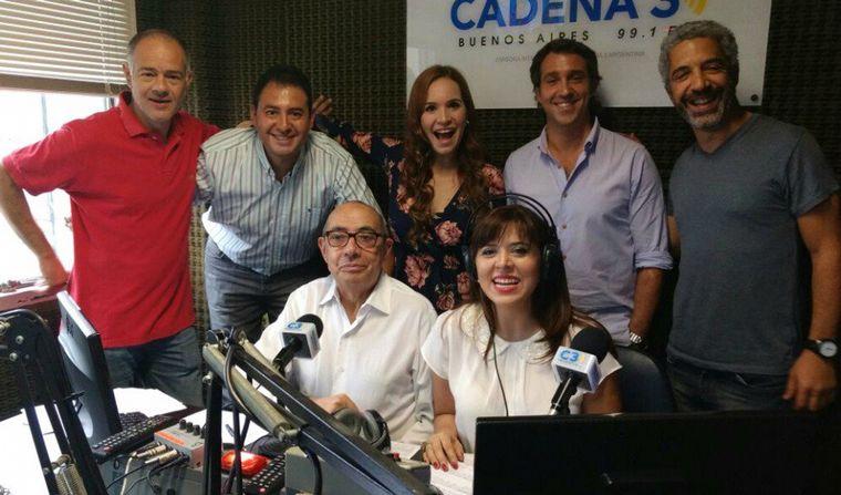 FOTO: Mario Pereyra junto a equipo y artistas.