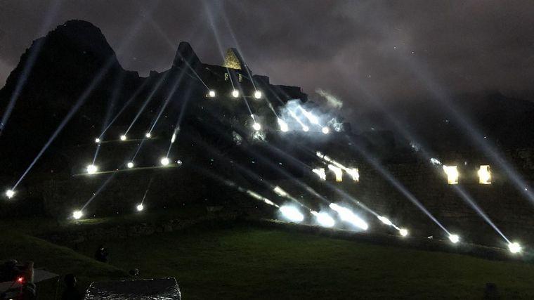 FOTO: La ceremonia inaugural fue un show de luces proyectadas sobre las piedras
