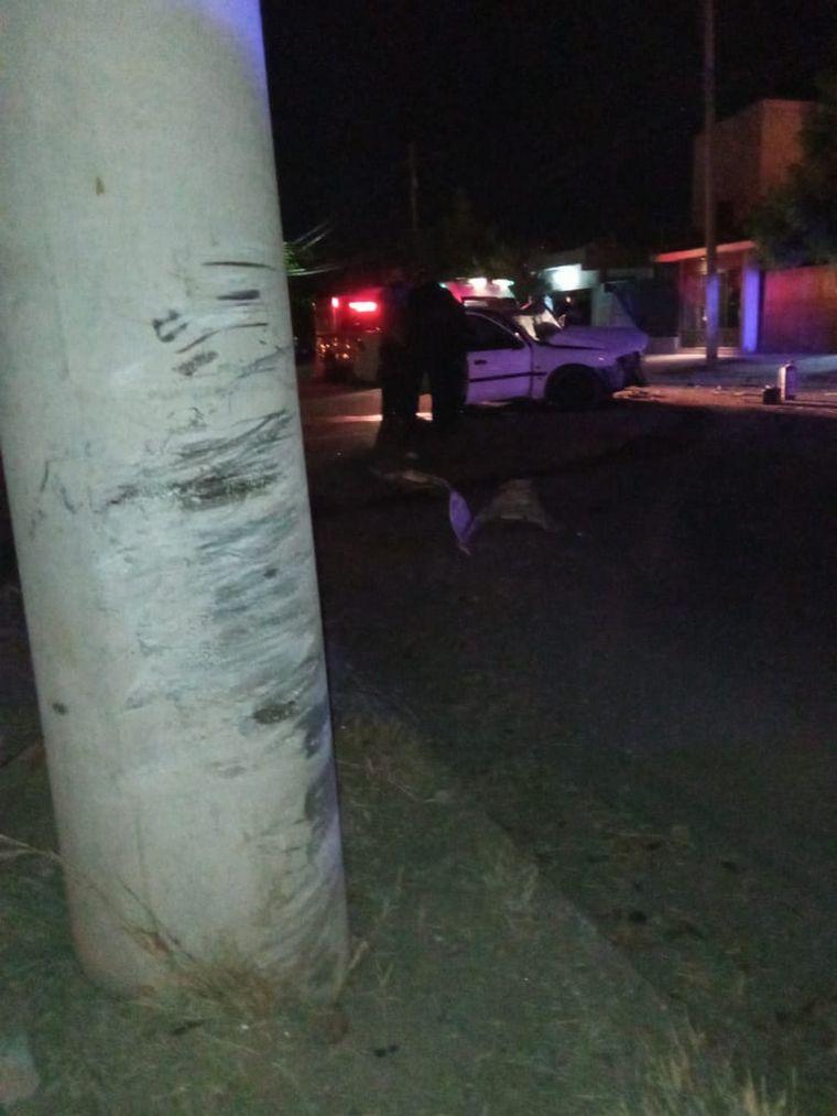 AUDIO: Siniestro fatal: un muerto y dos heridos tras chocar contra un poste en La Rioja