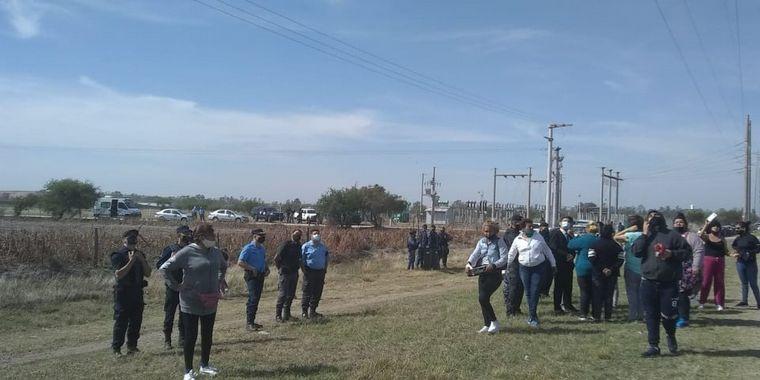 AUDIO: Protesta en Bouwer: una mujer se trepó a una antena