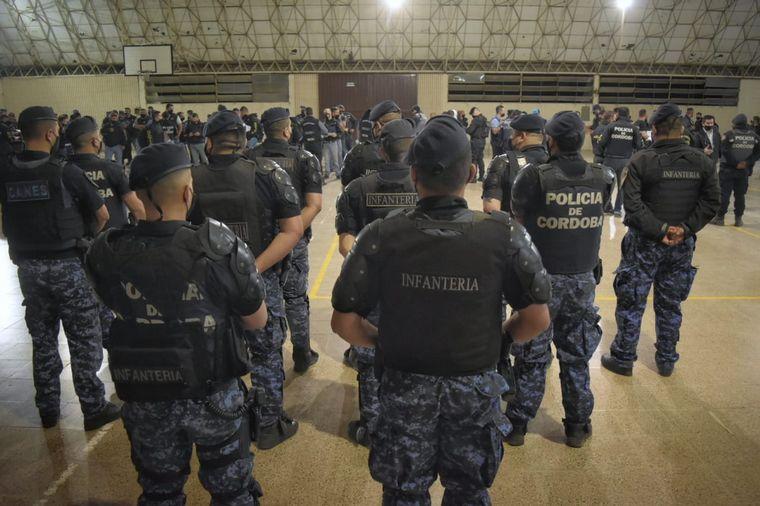 FOTO: La Policía realizó 40 allanamientos por robo de autos en Córdoba: 14 detenidos