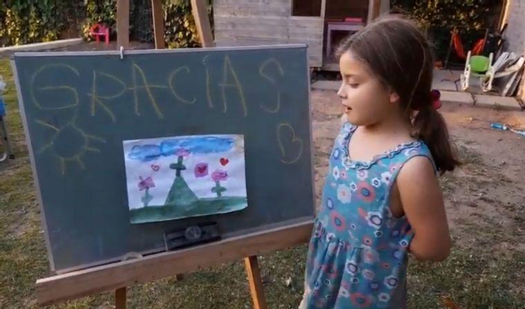 AUDIO: Un tierno homenaje hecho por niños sorprendió a los bomberos de Córdoba