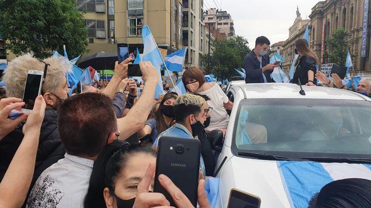 FOTO: Patricia Bullrcih encabeza en Córdoba el banderazo contra el Gobierno.