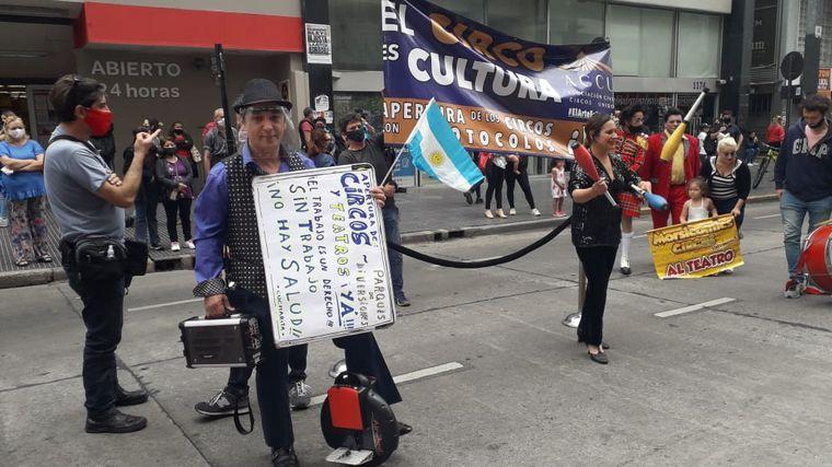 FOTO: Artistas marcharon por reapertura de teatros en Buenos Aires