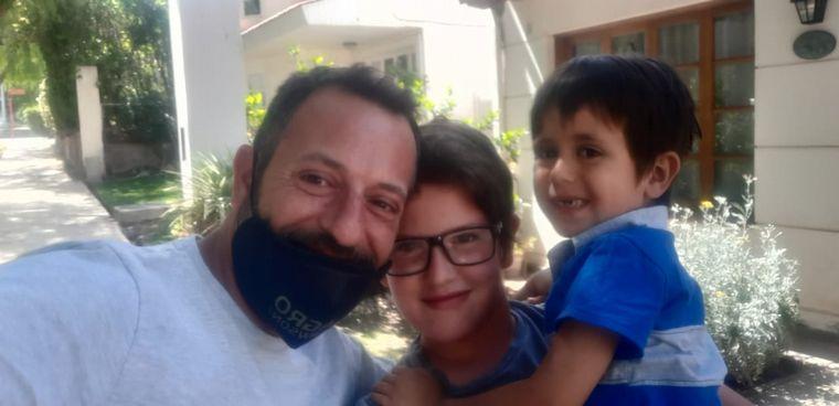 FOTO: Emotivo reencuentro de dos hermanos tras 8 meses sin verse