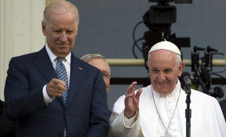 FOTO: El papa Francisco felicitó a Joe Biden por teléfono