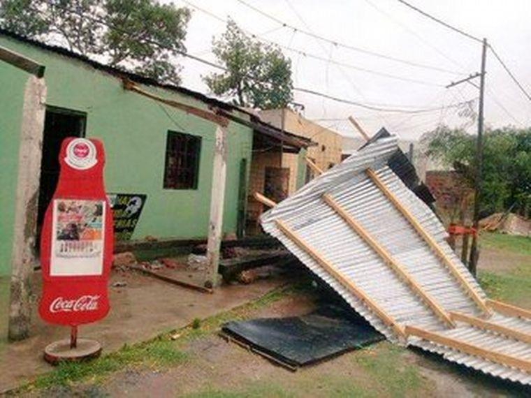 FOTO: Voladuras de techos, cartelería, mampostería, en Corrientes.