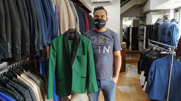 AUDIO: Incertidumbre entre los comerciantes de alquileres de trajes por las fiestas