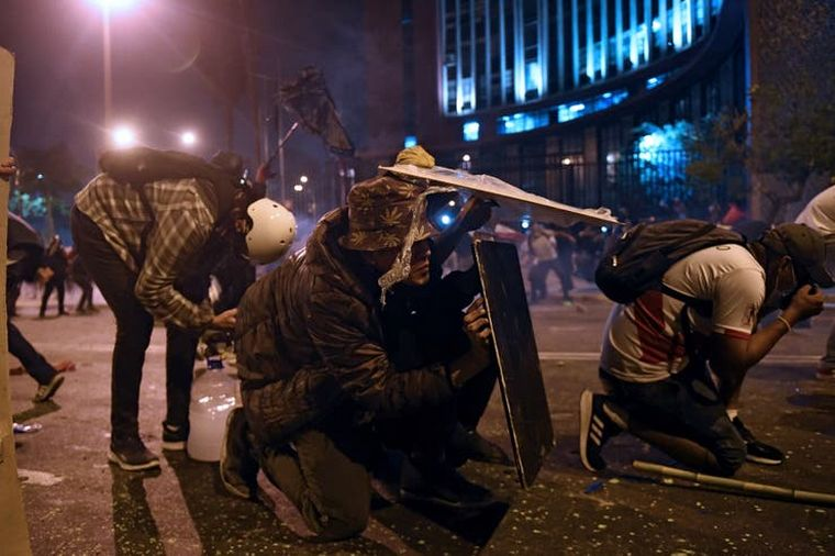 FOTO: Renunciaron 12 ministros tras las primeras muertes en las protestas en Perú