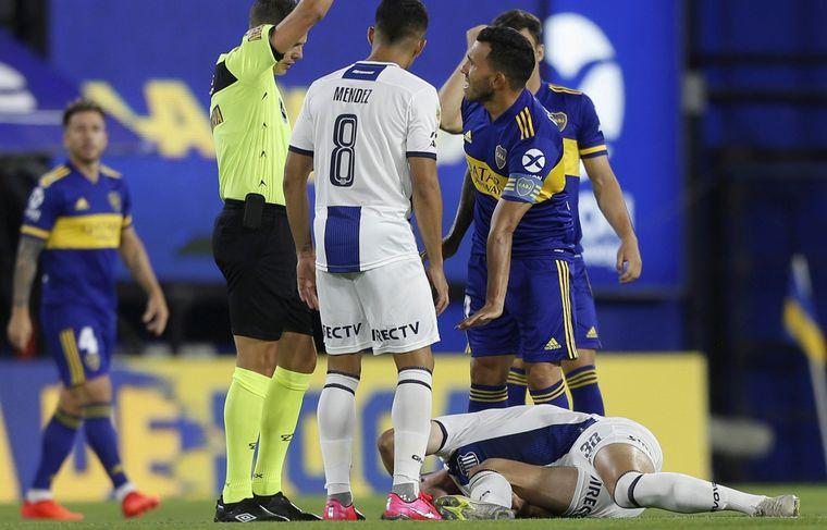 La plancha de Tevez que mereció la roja a los tres segundos - Talleres -  Cadena 3 Argentina