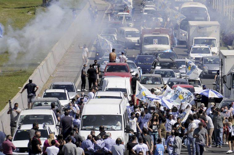 FOTO: Caravana de la militancia de La Plata a Buenos Aires