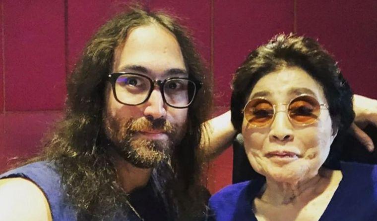FOTO: Yoko Ono cedió el legado empresarial The Beatles a su hijo (Foto: El País)
