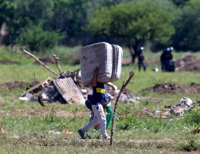 FOTO: Desalojo en un predio en camino a Capilla de los Remedios