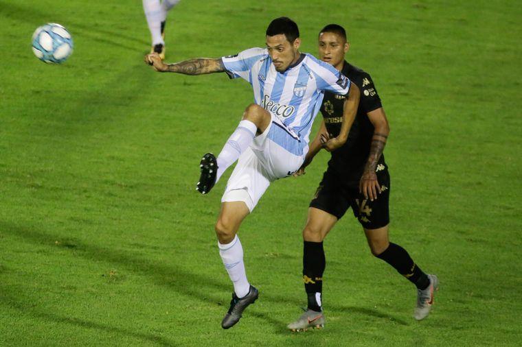 FOTO: Atlético Tucumán y Racing levantaron el telón de la fecha.