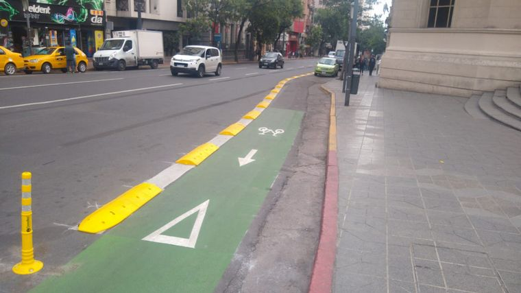 FOTO: Ciclovía en avenida Vélez Sarsfield