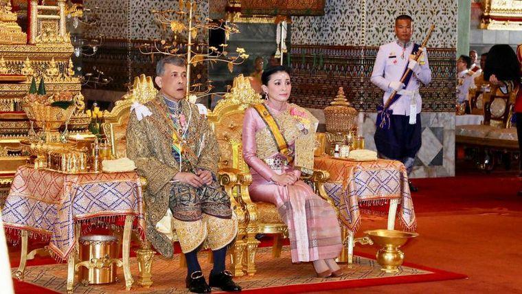 Foto de una escolta de la reina tailandesa molestó al mundo
