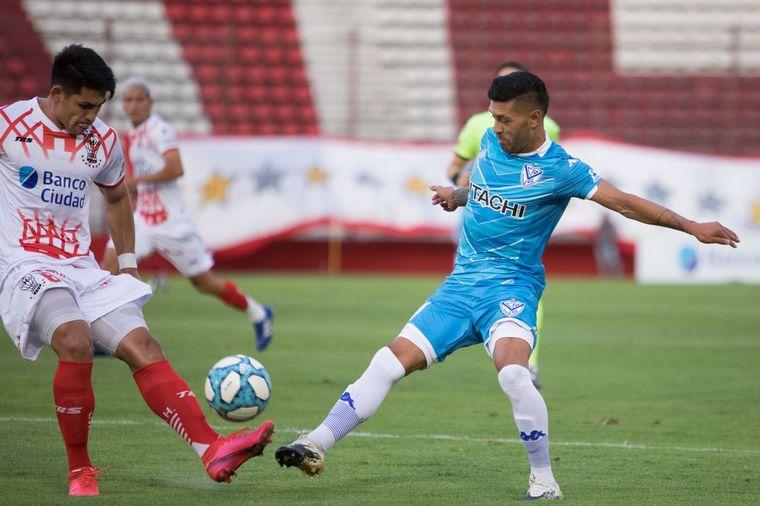 FOTO: Vélez ganó 2 a 1 Huracán y pasó a lo más alto de la Zona 6