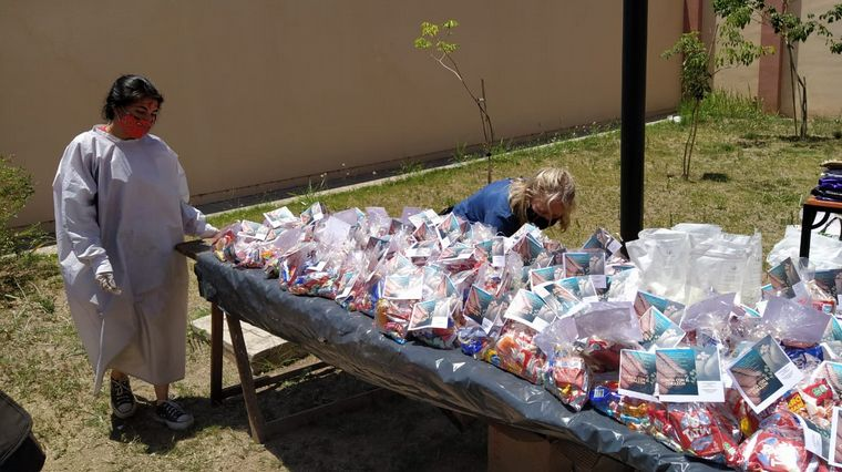 FOTO: La Fundacion San Alejo organizó un almuerzo solidario para más de 200 personas