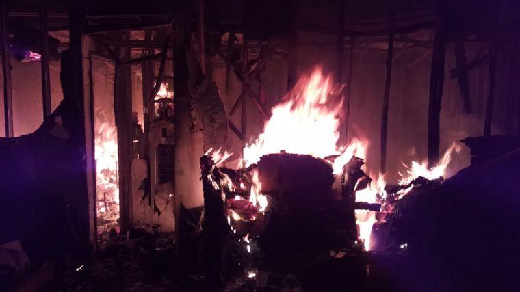 FOTO: Se incendió la casa del actor Diego Reinhold en Calamuchita