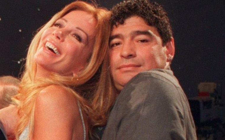 FOTO: Maradona tuvo un romance con la cantante Lucía Galán.