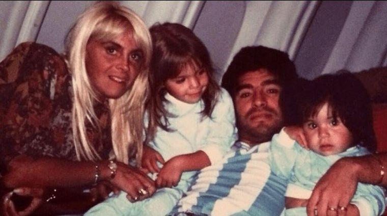 FOTO: Claudia Villafañe acompañó a Diego desde sus inicios.