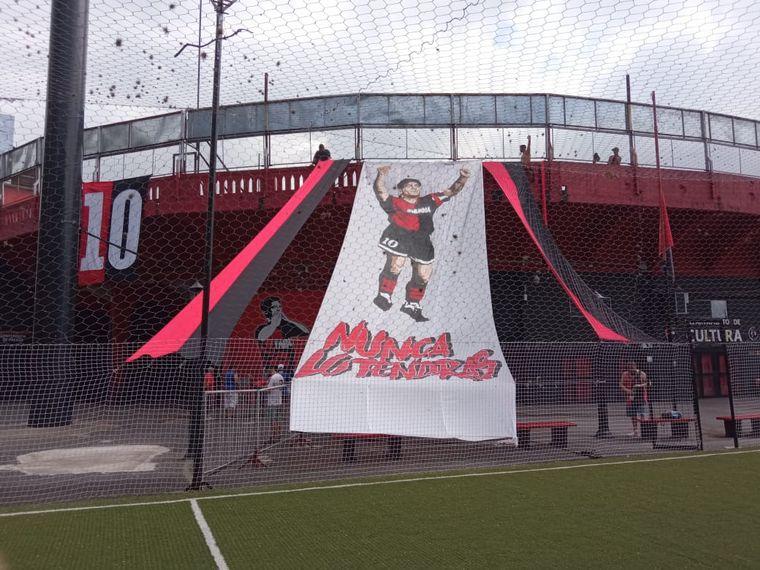 FOTO: Rosarinos despiden a Maradona