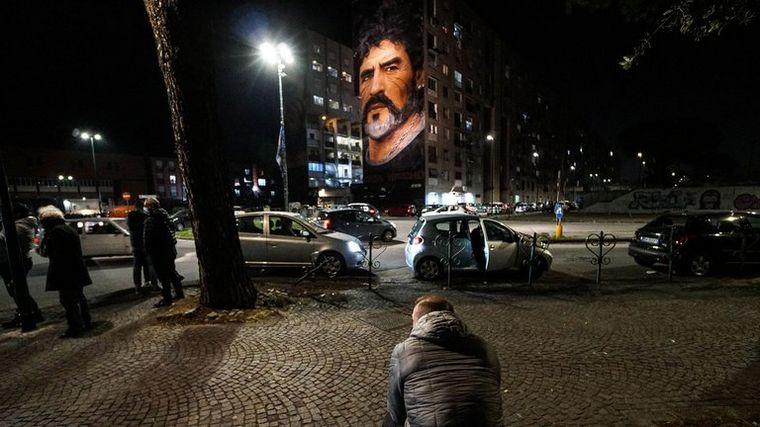 FOTO: Mural de 1990 en Quartieri Spagnoli. FOTO: AFP.