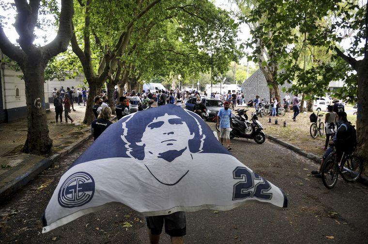FOTO: Hinchas despiden a Maradona en Gimnasia de La Plata.