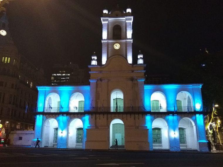 FOTO: Monumentos y estadios encendieron las luces para homenajear a Maradona.