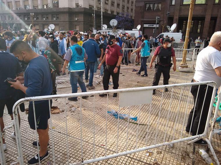 AUDIO: Disturbios en Casa Rosada entre los fanáticos que fueron a despedir a Maradona