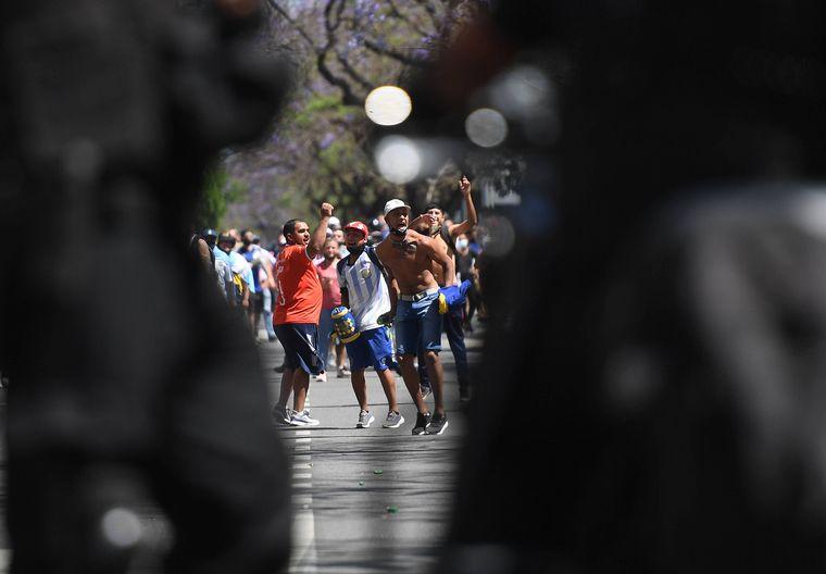 FOTO: Descontrol en el velatorio de Diego Maradona en Casa Rosada.