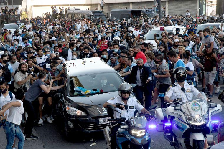AUDIO: Familiares y amigos despiden a Maradona en Bella Vista (Foto: Captura de El Doce)