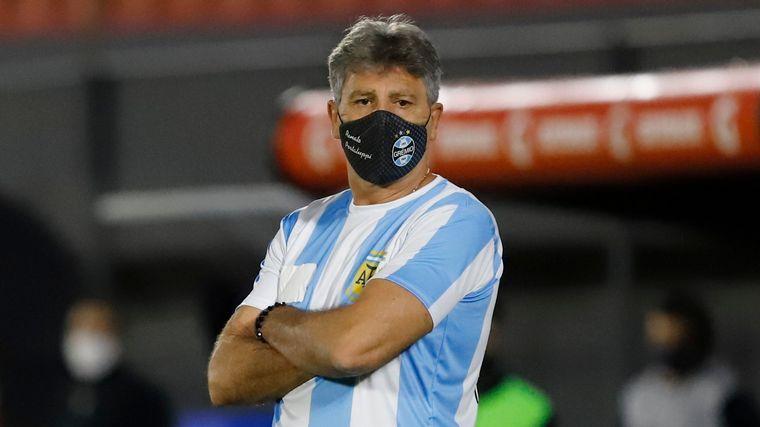 FOTO: Renato Gaúcho homenajeó a Maradona en el banco de Gremio.