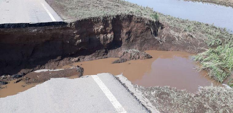 FOTO: Cañada de Luque quedó aislada tras la lluvia torrencial