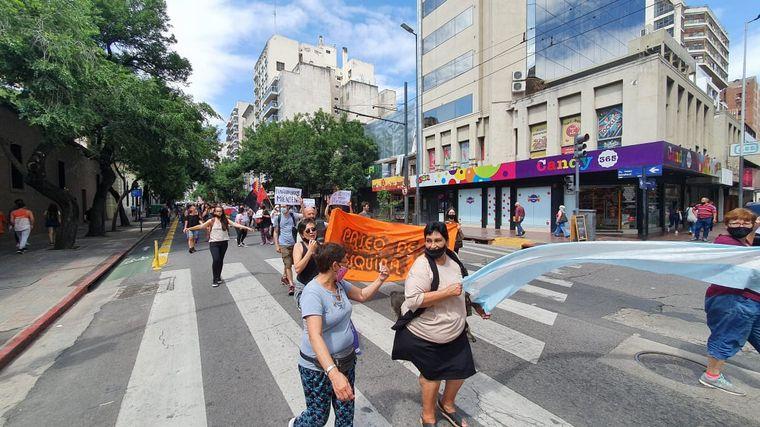 AUDIO: Feriantes de Córdoba reclaman la habilitación de un depósito