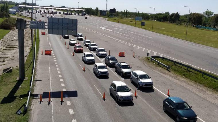 AUDIO: Finde XXL: largas filas de autos en el peaje a Carlos Paz