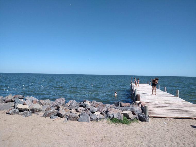 FOTO: Cientos de turistas disfrutan el fin de semana largo en Mar de Ansenuza