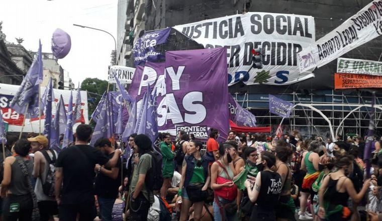 "FOTO: Aborto legal: la marcha ""verde"" y la marcha ""celeste""."