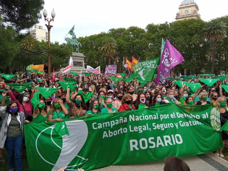 FOTO: Festejo por la media sanción del aborto en Rosario