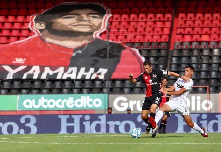 """FOTO: Newell´s venció a Estudiantes (LP) 1-0 en """"El Coloso""""."""