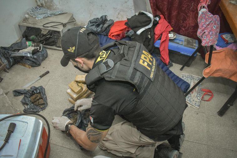 FOTO: Secuestran 11 mil dosis de droga en cuatro barrios de Córdoba