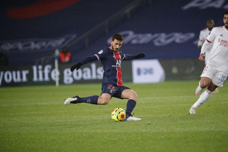 FOTO: Neymar sufrió un golpe en el tobillo sobre el final (Foto: EFE).
