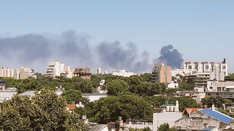 VIDEO: Impactante incendio en una fábrica de pintura