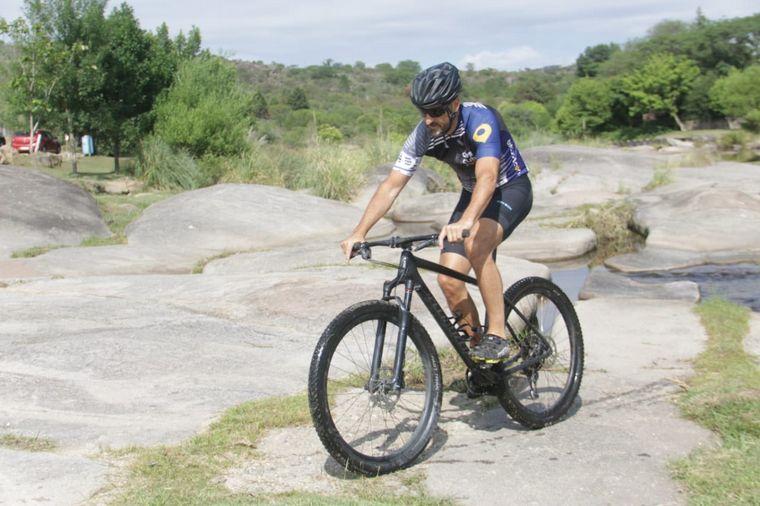 FOTO: Experiencia extrema en Cabalgo: trepar piedras en bicicleta