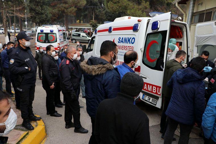 FOTO: Nueve muertos al explotar un tubo de oxígeno en un hospital de Turquía.